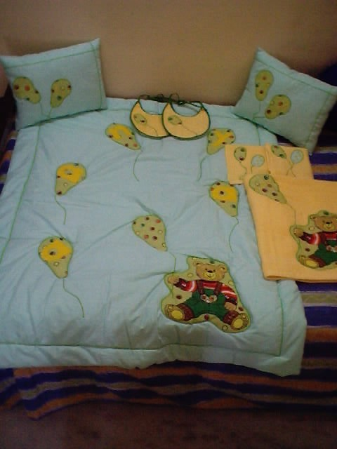 comforter n pillows n bibs